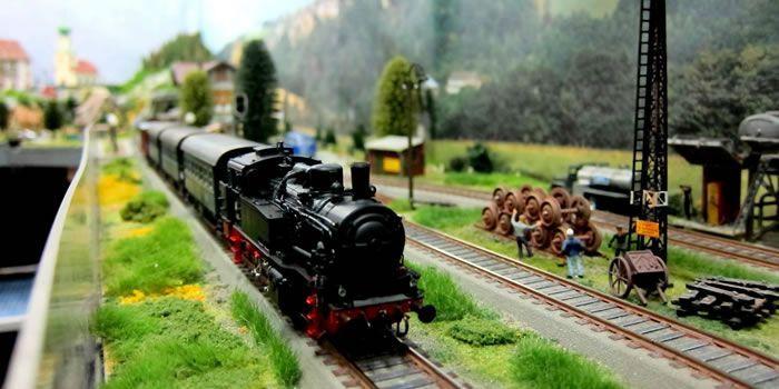 Mercadillo de Maquetas de trenes a escala en el Museo del Ferrocarril de Madrid