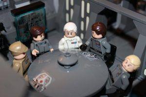 Una de las salas de reuniones del interior de la maqueta del Destructor Imperial, realizada con piezas lego