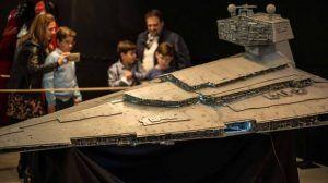 Exposición de la maqueta del Destructor Imperial, con 2'6 metros de eslora, realizada por HoloRed Estelar Sevilla