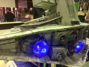 Parte posterior de la maqueta del Destructor Imperial iluminada con dos diodos led de alta potencia, realizada por HoloRed Estelar Sevilla