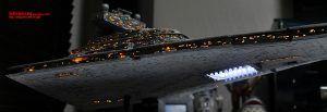 Maqueta del Destructor Imperial realizada con un kit oficial e iluminada con fibra óptica
