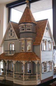 Maqueta de casa de muñecas de estilo victoriano