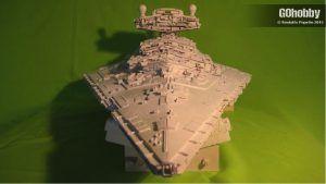 Resultado final de la maqueta del Destructor Estelar clase Imperial realizada con materiales reciclados