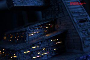 Parte trasera de la maqueta del Destructor Imperial, iluminada con fibra óptica por Cho Jin Hae