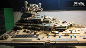 Maqueta del Destructor Estelar clase Imperial de Star Wars realizada con materiales reciclados