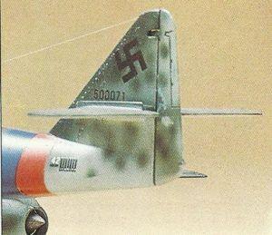 Ejemplo de camuflaje moteado sobre la aleta trasera de un bombardero perteneciente al ejército aéreo de la Alemania Nazi