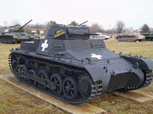 Modelo a escala real del tanque de combate alemán Panzer I, perteneciente al ejército de la Alemania Nazi, con camuflaje monocolor